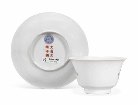 A CHINESE FAMILLE ROSE CUP AND SAUCER - photo 2