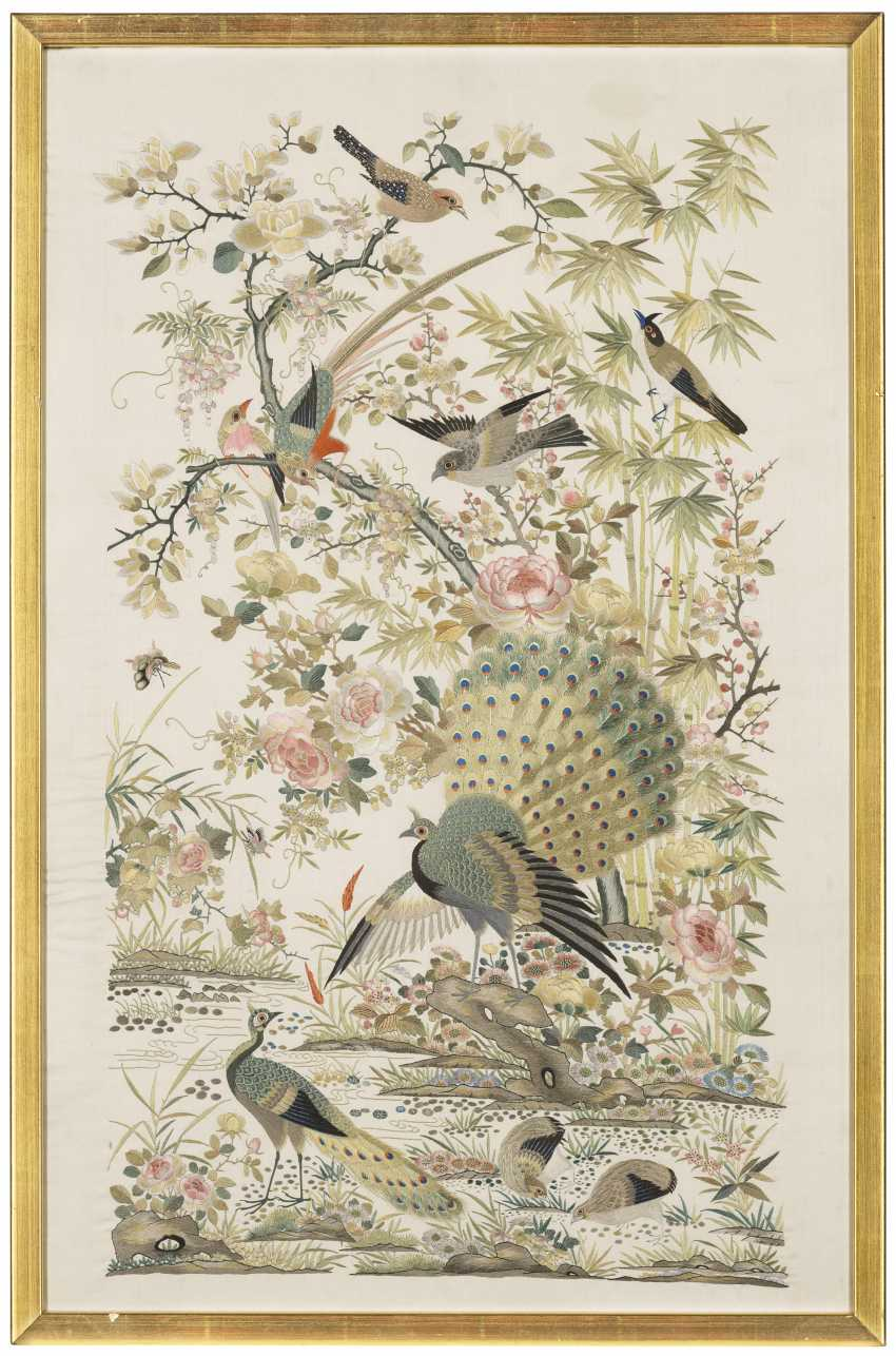 A CHINESE EMBROIDERED SILK 'HUNDRED BIRDS' PANEL - photo 1