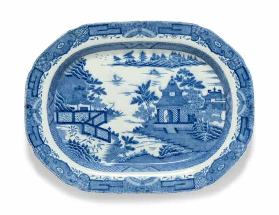 OLIVER MESSEL'S BLUE AND WHITE PLATTERS FROM MADDOX, BARBADOS:FIVE ENGLISH BLUE AND WHITE PLATTERS - photo 2