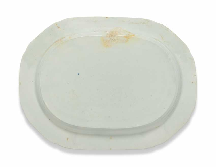OLIVER MESSEL'S BLUE AND WHITE PLATTERS FROM MADDOX, BARBADOS:FIVE ENGLISH BLUE AND WHITE PLATTERS - photo 4