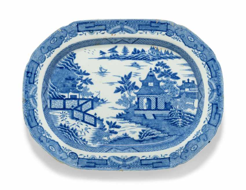 OLIVER MESSEL'S BLUE AND WHITE PLATTERS FROM MADDOX, BARBADOS:FIVE ENGLISH BLUE AND WHITE PLATTERS - photo 5