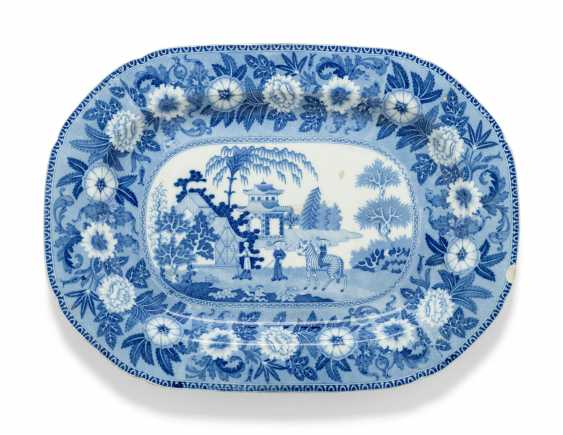OLIVER MESSEL'S BLUE AND WHITE PLATTERS FROM MADDOX, BARBADOS:FIVE ENGLISH BLUE AND WHITE PLATTERS - photo 7