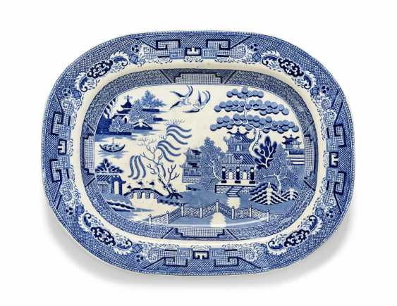 OLIVER MESSEL'S BLUE AND WHITE PLATTERS FROM MADDOX, BARBADOS:FIVE ENGLISH BLUE AND WHITE PLATTERS - photo 11