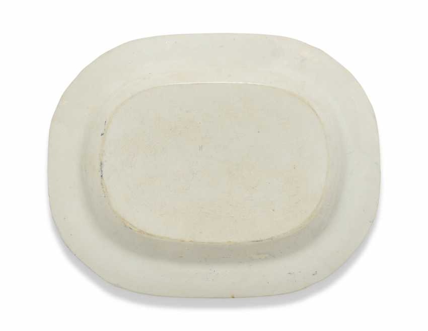 OLIVER MESSEL'S BLUE AND WHITE PLATTERS FROM MADDOX, BARBADOS:FIVE ENGLISH BLUE AND WHITE PLATTERS - photo 12