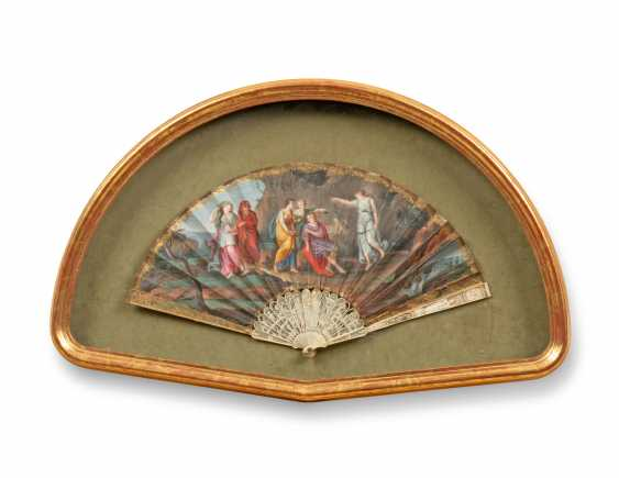 FOUR FANS FROM THE MESSEL-ROSSE FAN COLLECTION: FOUR GILTWOOD CASED FANS - photo 3