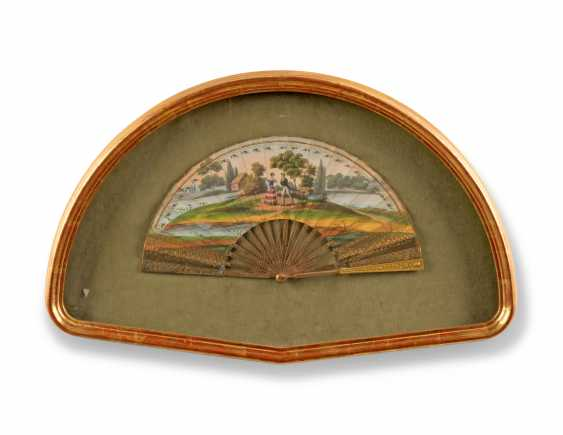 FOUR FANS FROM THE MESSEL-ROSSE FAN COLLECTION: FOUR GILTWOOD CASED FANS - photo 4
