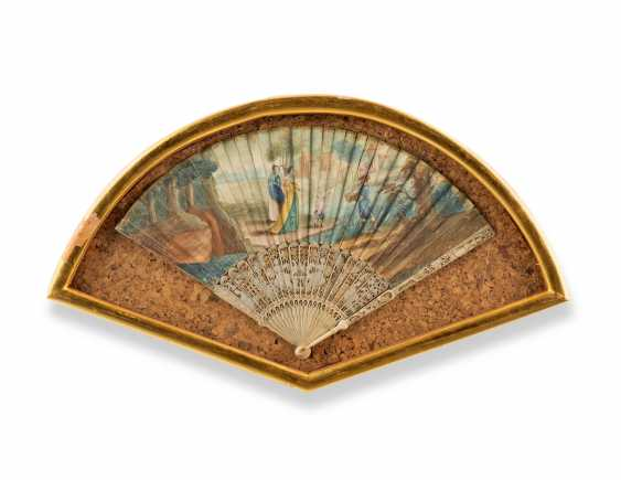FOUR FANS FROM THE MESSEL-ROSSE FAN COLLECTION: FOUR GILTWOOD CASED FANS - photo 5