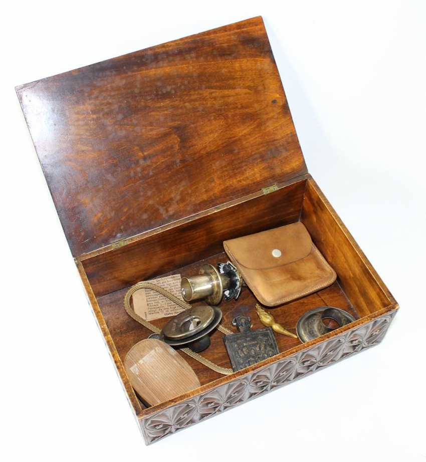 Wooden box with collectibles - photo 3