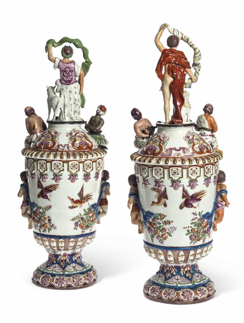 A PAIR OF VIENNA (DU PAQUIER) PORCELAIN VASES AND COVERS EMB... - photo 2