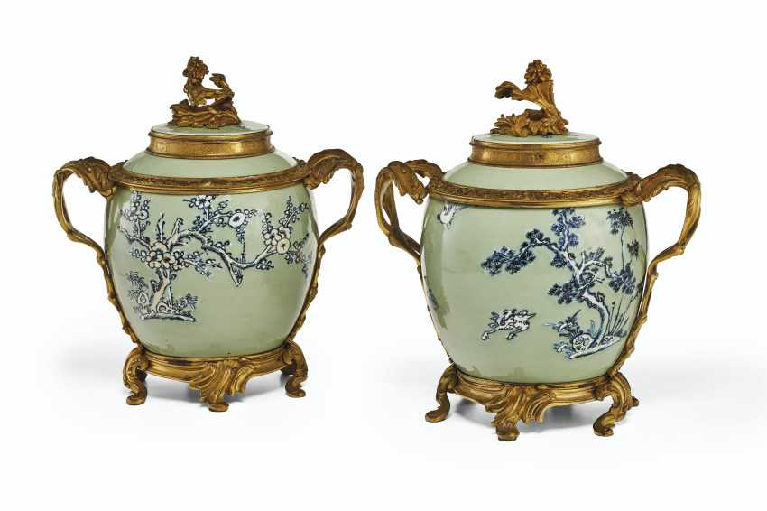 A PAIR OF LOUIS XV ORMOLU-MOUNTED CHINESE CELADON VASES WITH... - photo 2