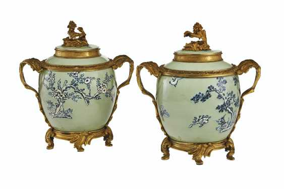 A PAIR OF LOUIS XV ORMOLU-MOUNTED CHINESE CELADON VASES WITH... - photo 3