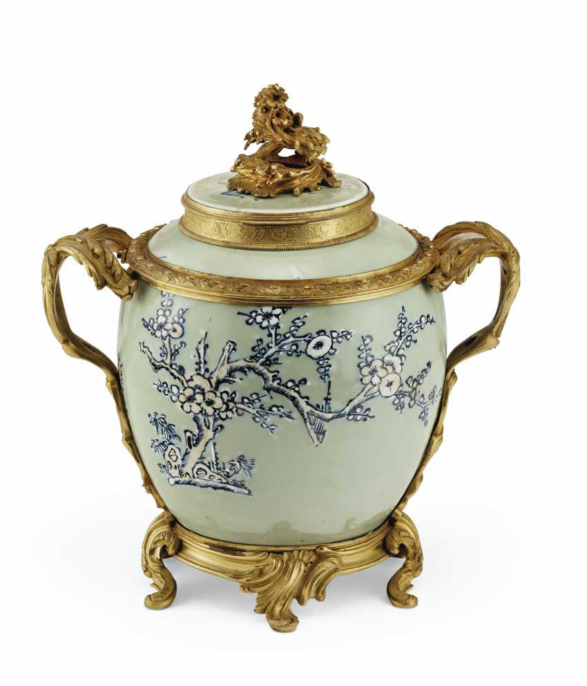 A PAIR OF LOUIS XV ORMOLU-MOUNTED CHINESE CELADON VASES WITH... - photo 4
