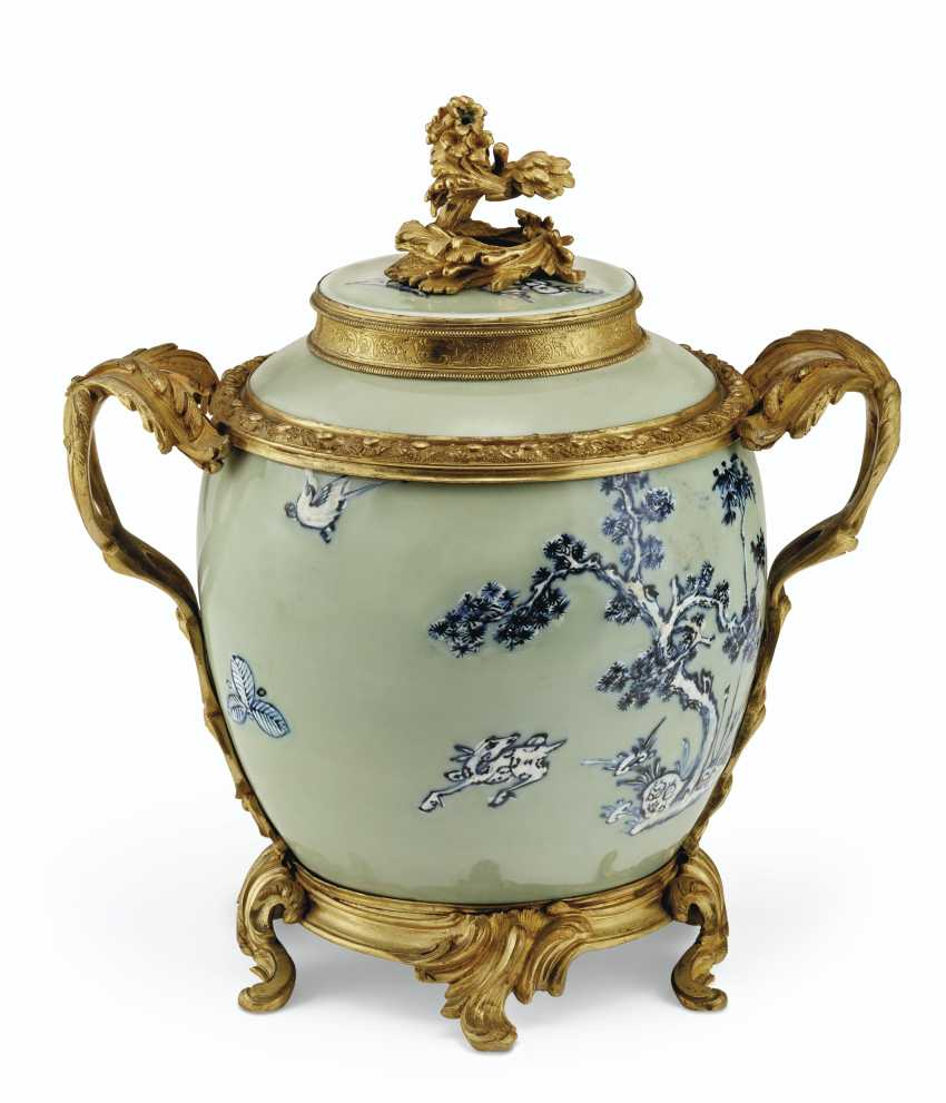 A PAIR OF LOUIS XV ORMOLU-MOUNTED CHINESE CELADON VASES WITH... - photo 5