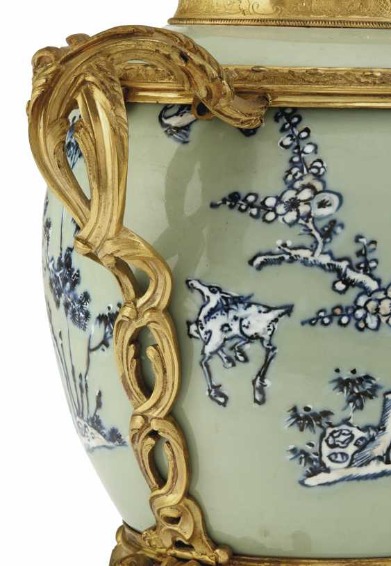 A PAIR OF LOUIS XV ORMOLU-MOUNTED CHINESE CELADON VASES WITH... - photo 10