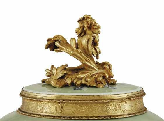 A PAIR OF LOUIS XV ORMOLU-MOUNTED CHINESE CELADON VASES WITH... - photo 12