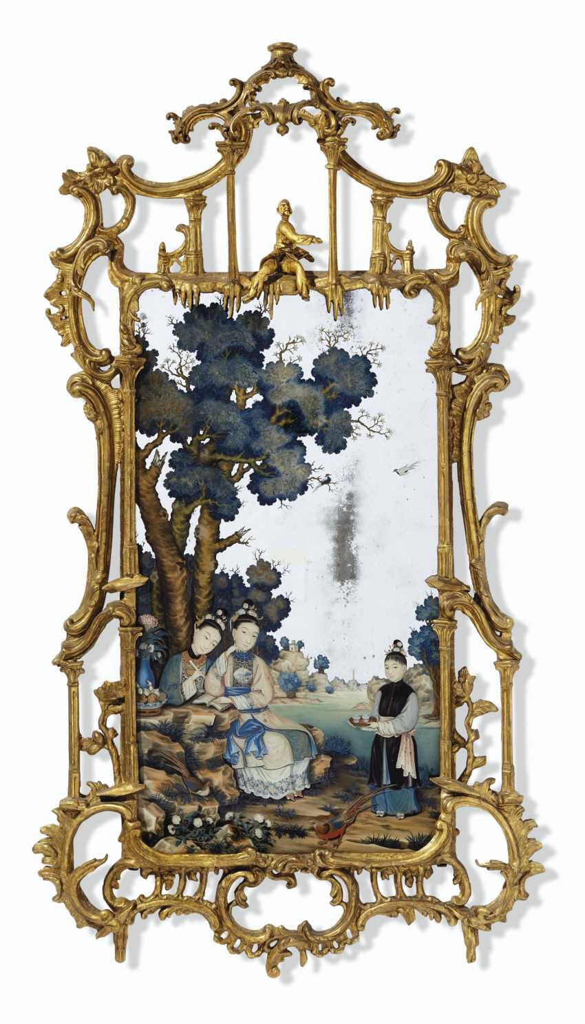 A CHINESE EXPORT REVERSE PAINTED MIRROR PICTURE IN GEORGE II... - photo 1