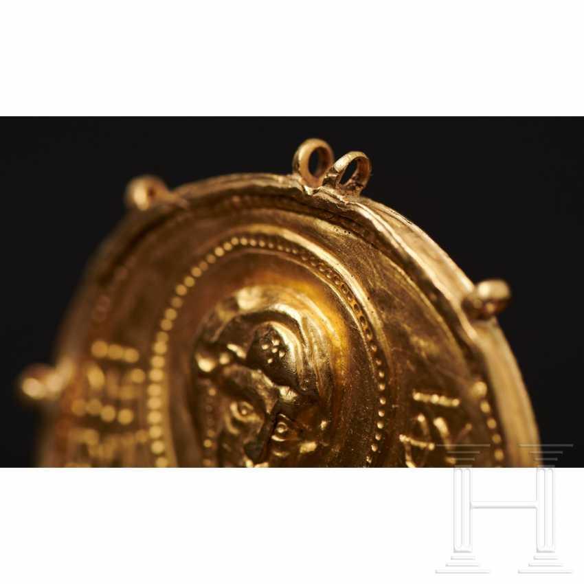 Expressive late Byzantine gold medallion, 13th century - photo 3