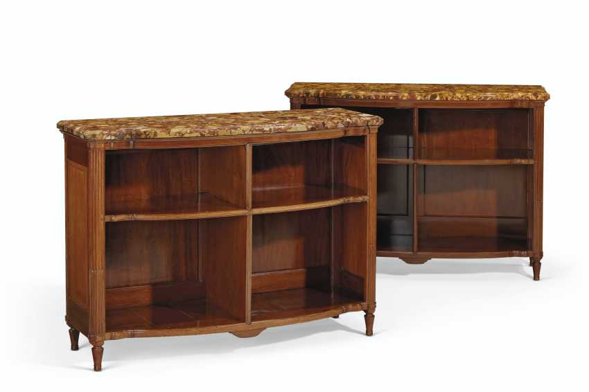 A PAIR OF FRENCH MAHOGANY BOOKCASES - photo 1