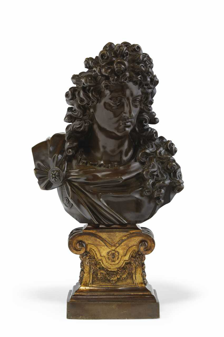 FRENCH, LATE 18TH/19TH CENTURY, THE ORMOLU BASE 18TH CENTURY... - photo 1