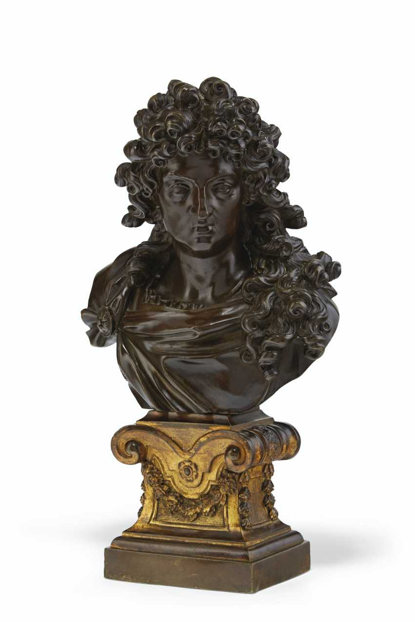 FRENCH, LATE 18TH/19TH CENTURY, THE ORMOLU BASE 18TH CENTURY... - photo 2
