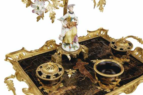 A LOUIS XV ORMOLU-MOUNTED MEISSEN, FRENCH PORCELAIN AND LACQUER ENCRIER - photo 2
