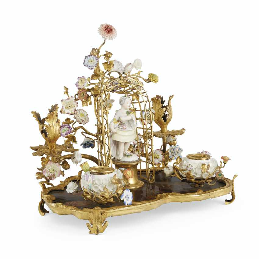 A LOUIS XV ORMOLU-MOUNTED LACQUER, MEISSEN AND FRENCH PORCELAIN ENCRIER, AND A PAIR OF FRENCH ORMOLU AND POLYCRHOME TOLE PEINTE CACHE POTS - photo 2
