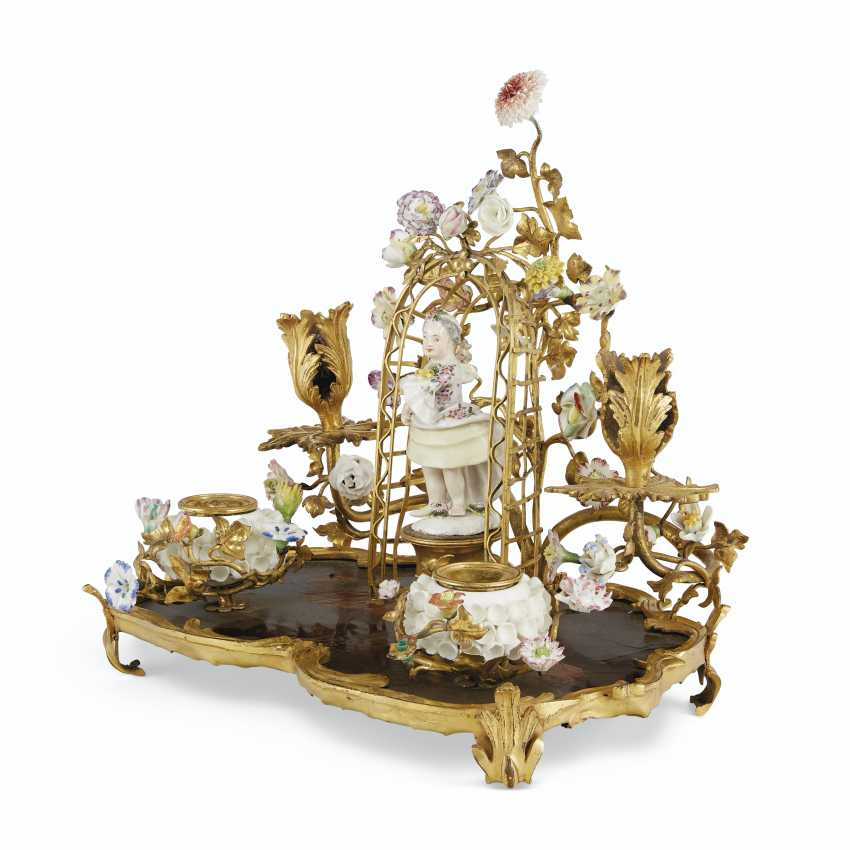 A LOUIS XV ORMOLU-MOUNTED LACQUER, MEISSEN AND FRENCH PORCELAIN ENCRIER, AND A PAIR OF FRENCH ORMOLU AND POLYCRHOME TOLE PEINTE CACHE POTS - photo 4