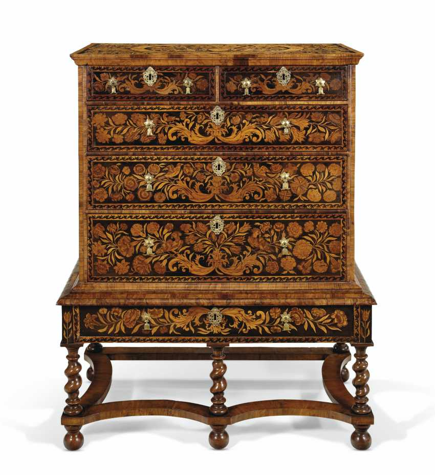 A WILLIAM AND MARY WALNUT, OYSTER VENEERED AND FLORAL MARQUETRY INLAID CHEST ON STAND - photo 1