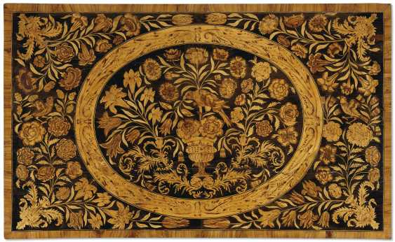 A WILLIAM AND MARY WALNUT, OYSTER VENEERED AND FLORAL MARQUETRY INLAID CHEST ON STAND - photo 5