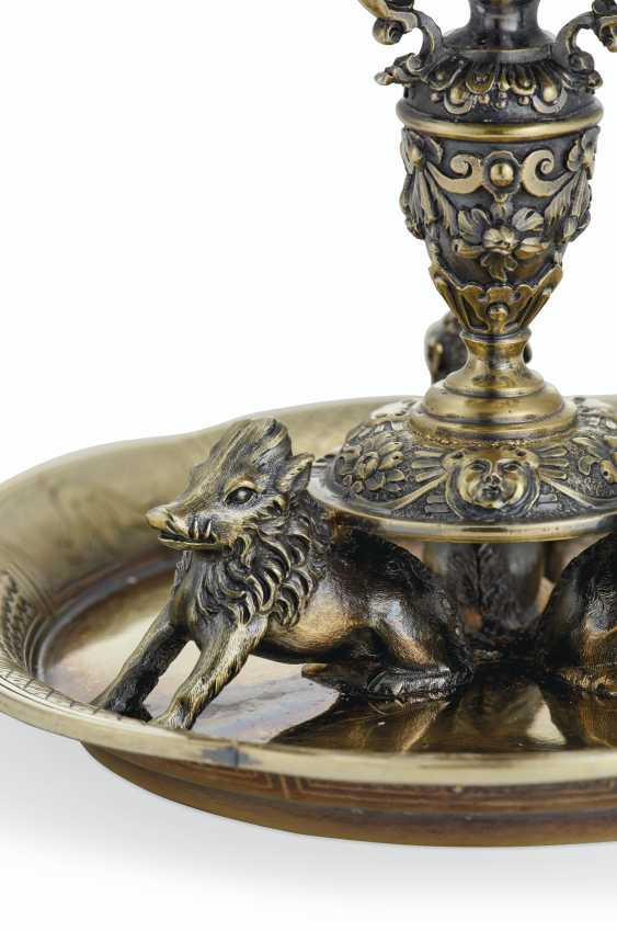 A SET OF FOUR WILLIAM IV SILVER-GILT SUGAR BOWLS, COVERS AND SUGAR SIFTERS - photo 3