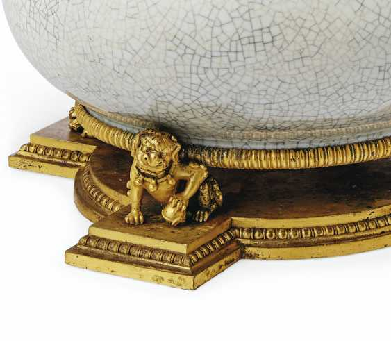 A LARGE AMERICAN GILT-BRONZE AND CHINESE CELADON CRACKLE GLAZE PORCELAIN TABLE LAMP - photo 2