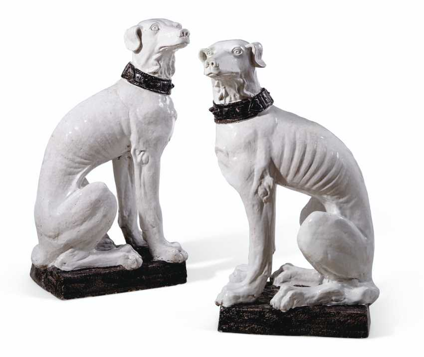 A VERY LARGE PAIR OF ITALIAN FAIENCE MODELS OF DOGS - photo 1