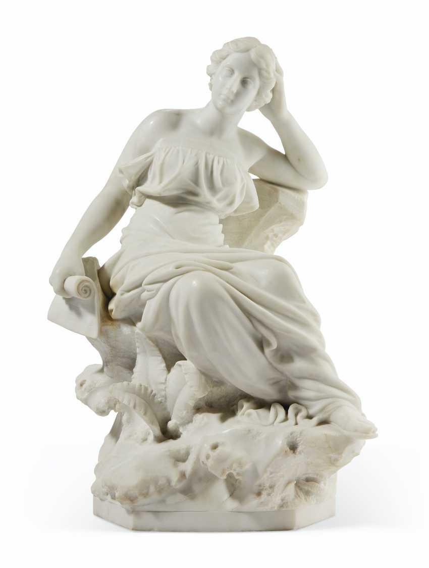AN ITALIAN WHITE MARBLE FIGURE OF SAPPHO - photo 1