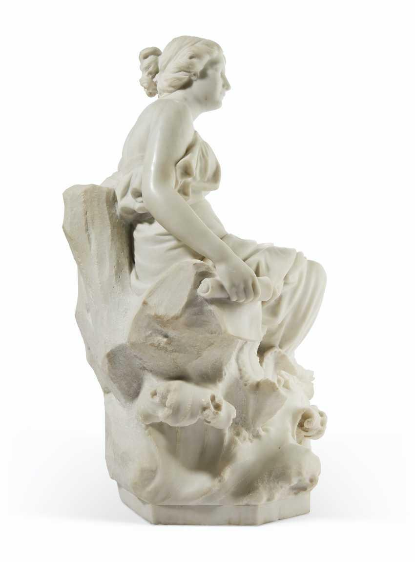 AN ITALIAN WHITE MARBLE FIGURE OF SAPPHO - photo 2