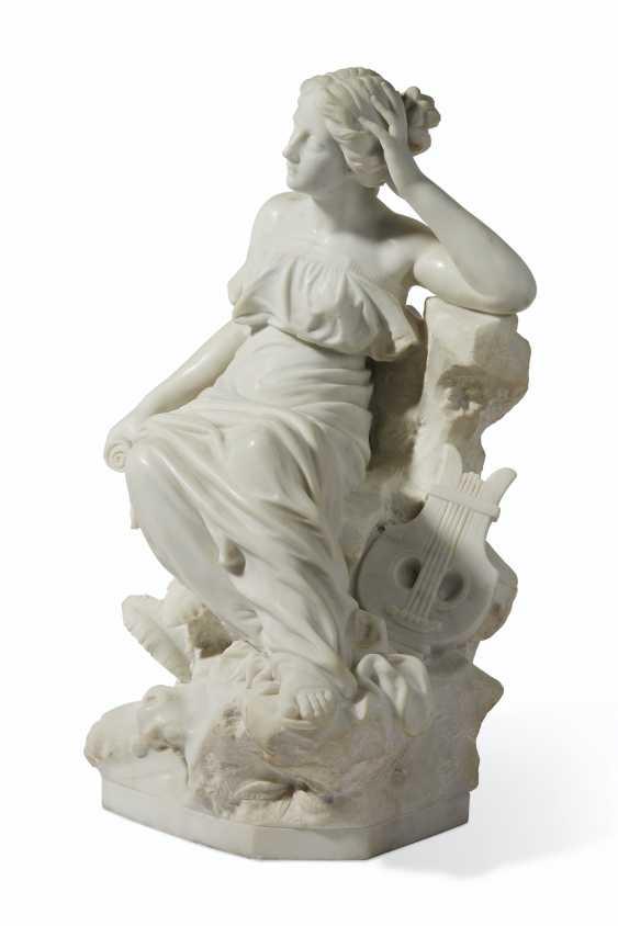 AN ITALIAN WHITE MARBLE FIGURE OF SAPPHO - photo 4