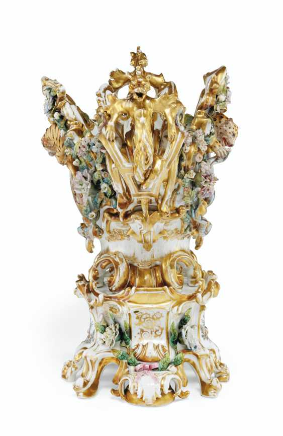 A LARGE FRENCH PORCELAIN RETICULATED FLOWER-ENCRUSTED CENTERPIECE AND STAND - photo 4