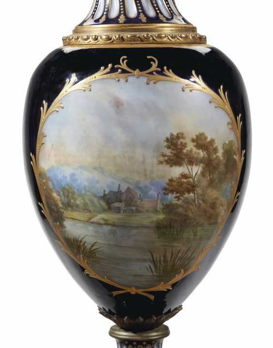 AN ORMOLU-MOUNTED SEVRES STYLE PORCELAIN COBALT-BLUE GROUND VASE AND COVER ON ORMOLU STAND - photo 4