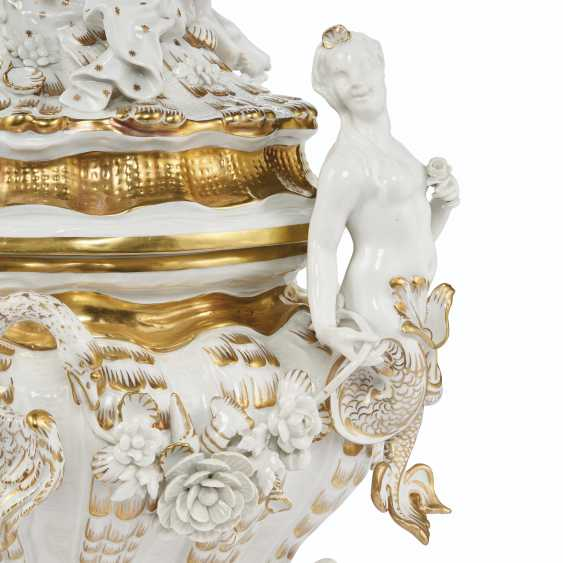 A MEISSEN PORCELAIN 'SWAN SERVICE' FIGURAL TUREEN AND COVER - photo 2