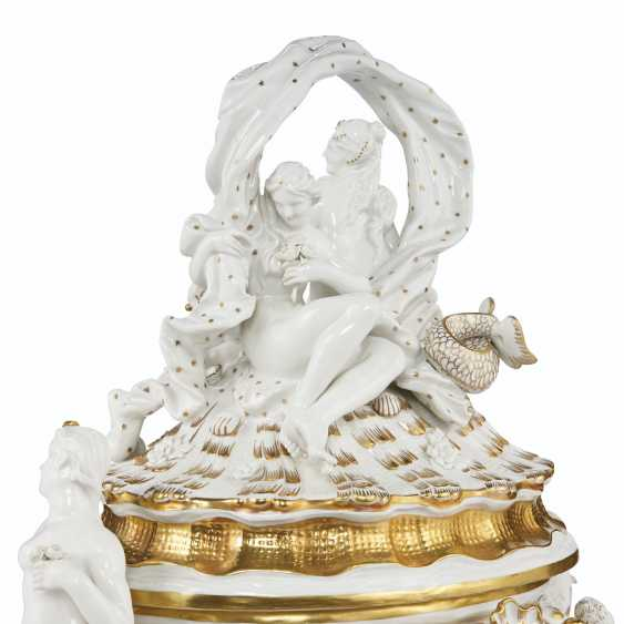 A MEISSEN PORCELAIN 'SWAN SERVICE' FIGURAL TUREEN AND COVER - photo 4
