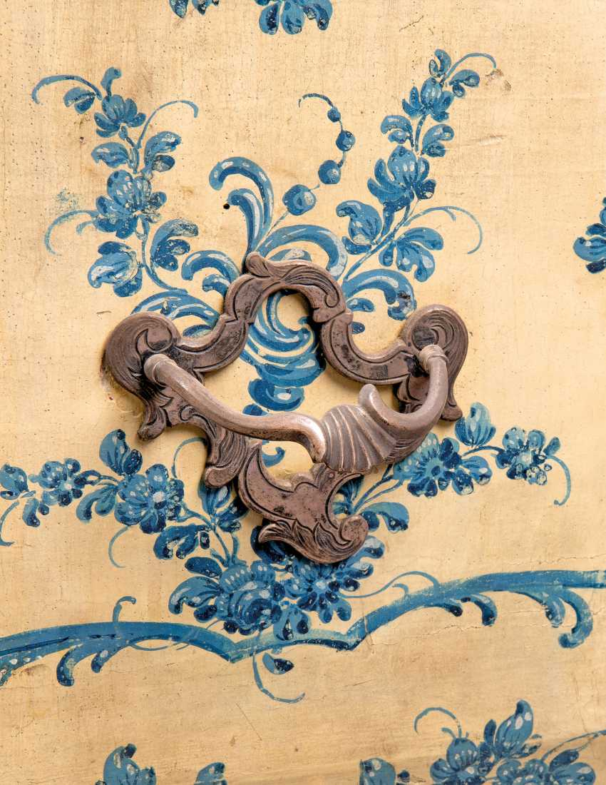 A NORTH ITALIAN ROCOCO BLUE AND WHITE 'LACCA' COMODINO - photo 2