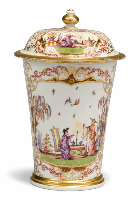 A MEISSEN PORCELAIN CHINOISERIE BEAKER AND COVER - photo 1