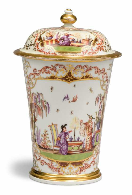 A MEISSEN PORCELAIN CHINOISERIE BEAKER AND COVER - photo 2