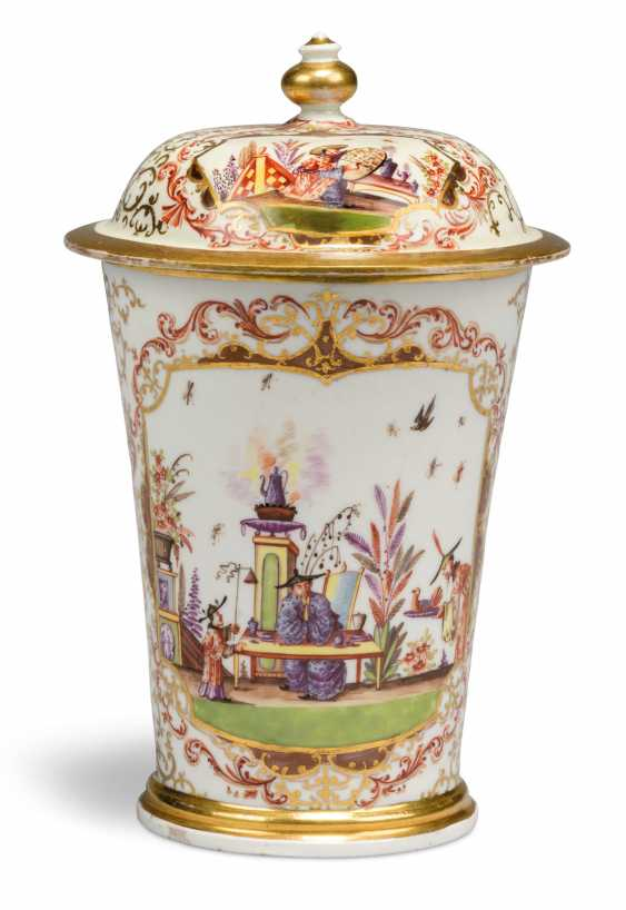 A MEISSEN PORCELAIN CHINOISERIE BEAKER AND COVER - photo 3