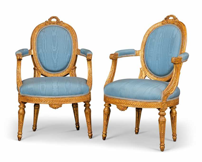 A PAIR OF NOTH ITALIAN GILTWOOD FAUTEUILS - photo 1