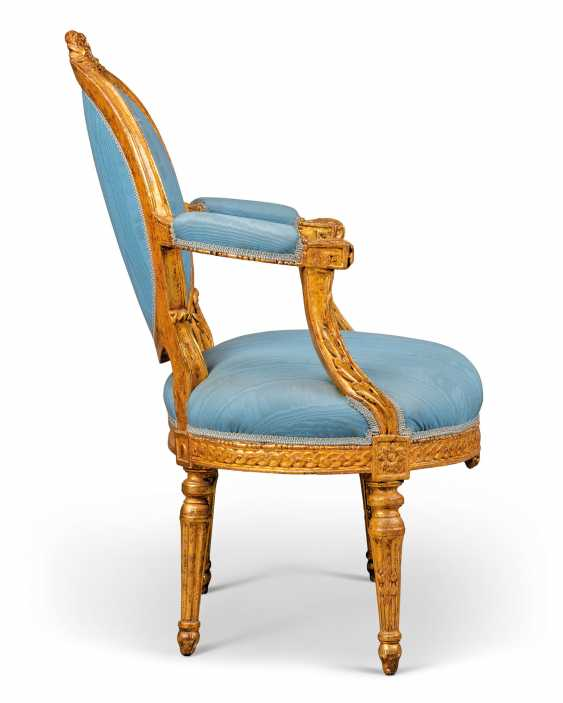 A PAIR OF NOTH ITALIAN GILTWOOD FAUTEUILS - photo 2