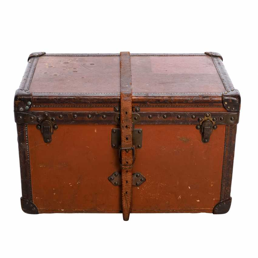 "LOUIS VUITTON VINTAGE historical chest ""MALLE COURIER"". - photo 1"