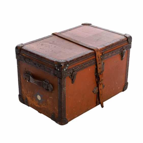 "LOUIS VUITTON VINTAGE historical chest ""MALLE COURIER"". - photo 2"