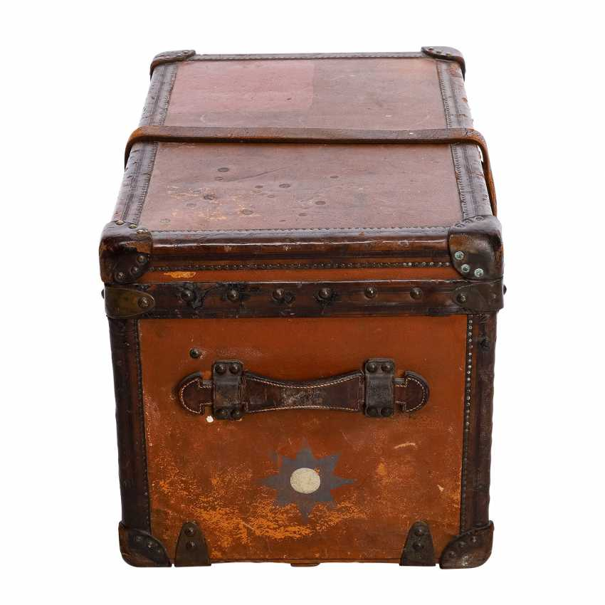 "LOUIS VUITTON VINTAGE historical chest ""MALLE COURIER"". - photo 3"