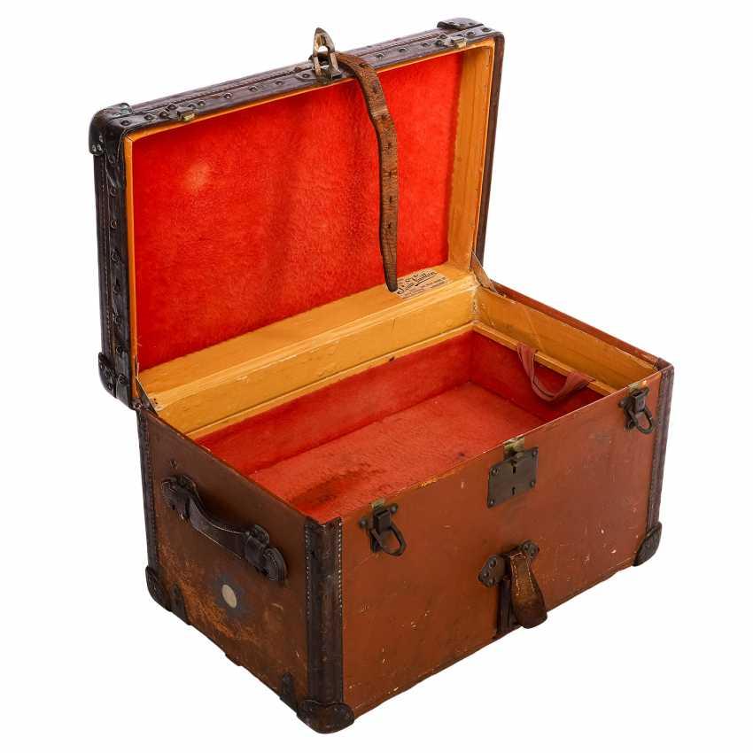 "LOUIS VUITTON VINTAGE historical chest ""MALLE COURIER"". - photo 5"
