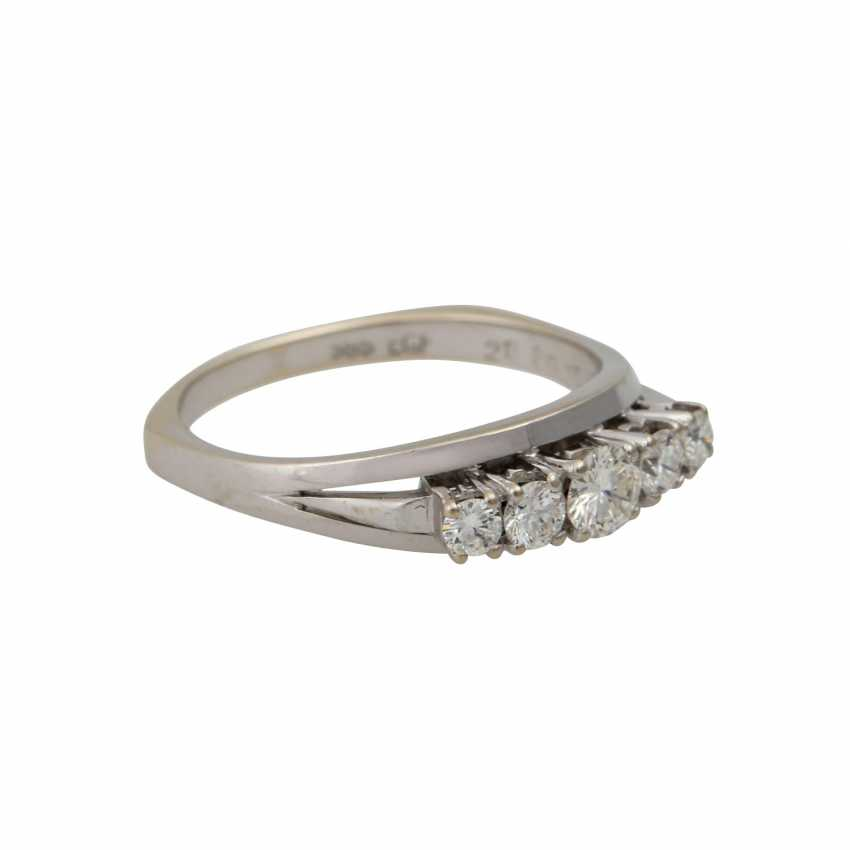 Ring with 5 brilliant-cut diamonds totaling approx. 0.5 ct, - photo 1